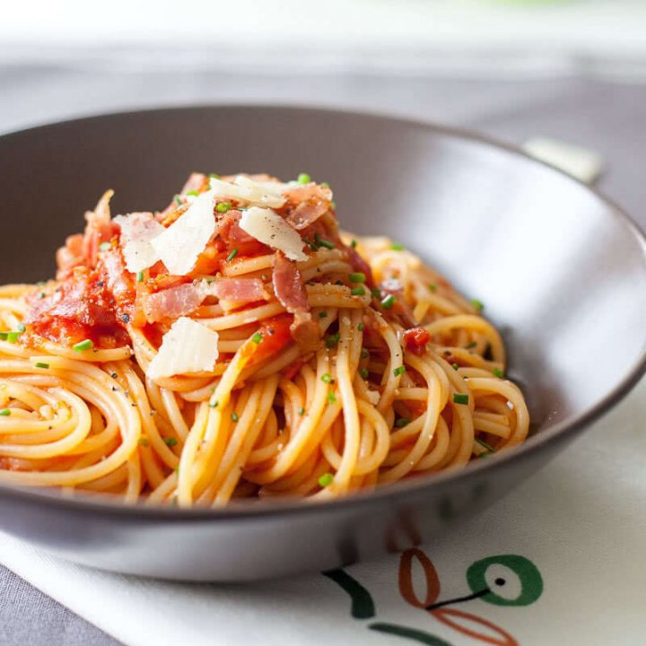 Spaghetti in Tomato Sauce with Bacon