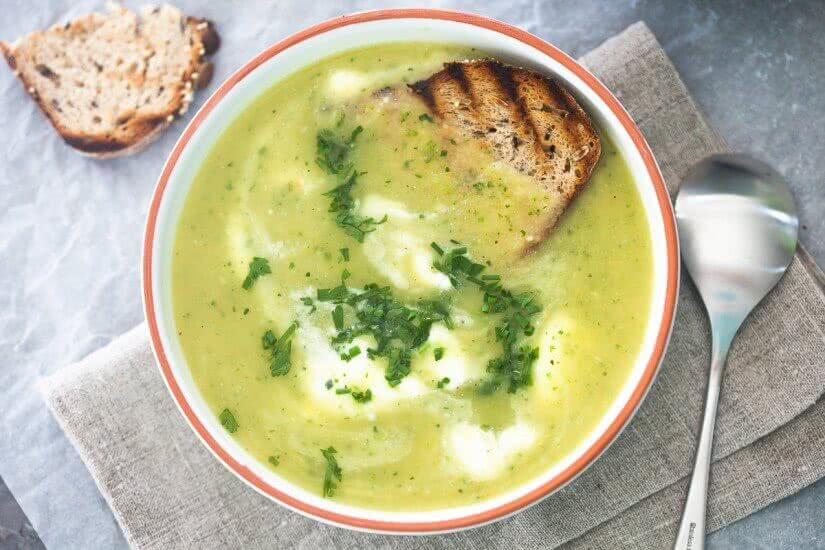 Soups are great in any season. This Smooth Zucchini Soup can be done in just 15 minutes! Super easy and quick.