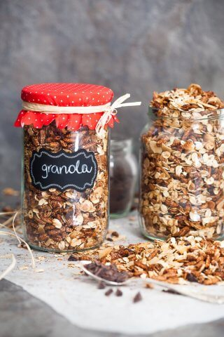 This Dark Chocolate Breakfast Granola is very easy to make, healthy and a great Christmas gift for your family or friends. | www.vibrantplate.com