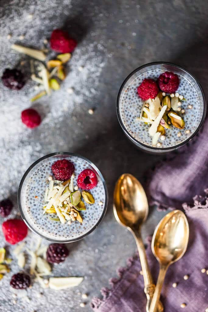 This Chia Pudding with Berries and Blended Oats is pure heaven. A gluten-free and vegan healthy breakfast choice for any day. | www.vibrantplate.com