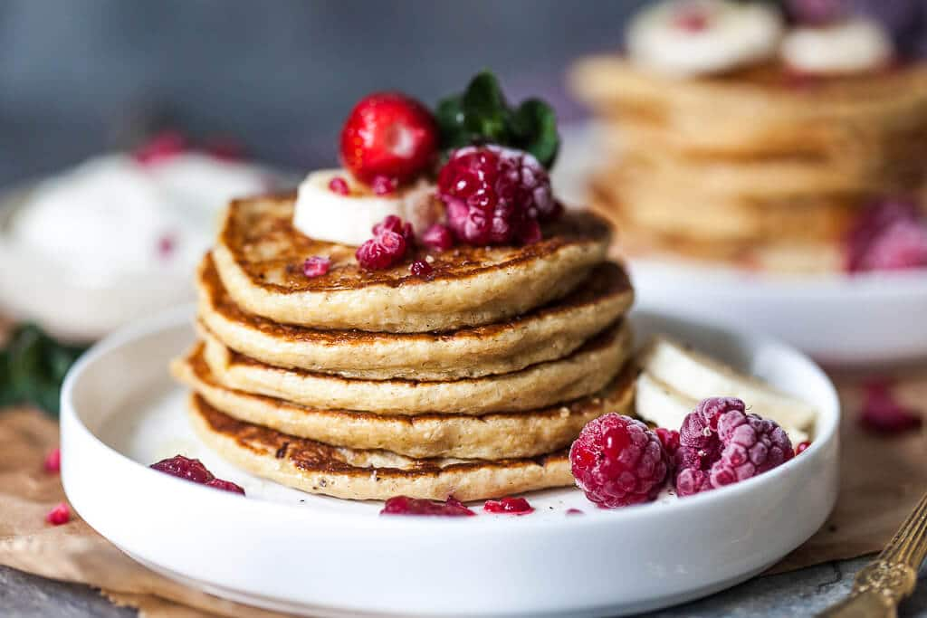 Banana Oats Blender Pancakes are healthy, gluten-free and you can make it straight in your blender! | www.vibrantplate.com