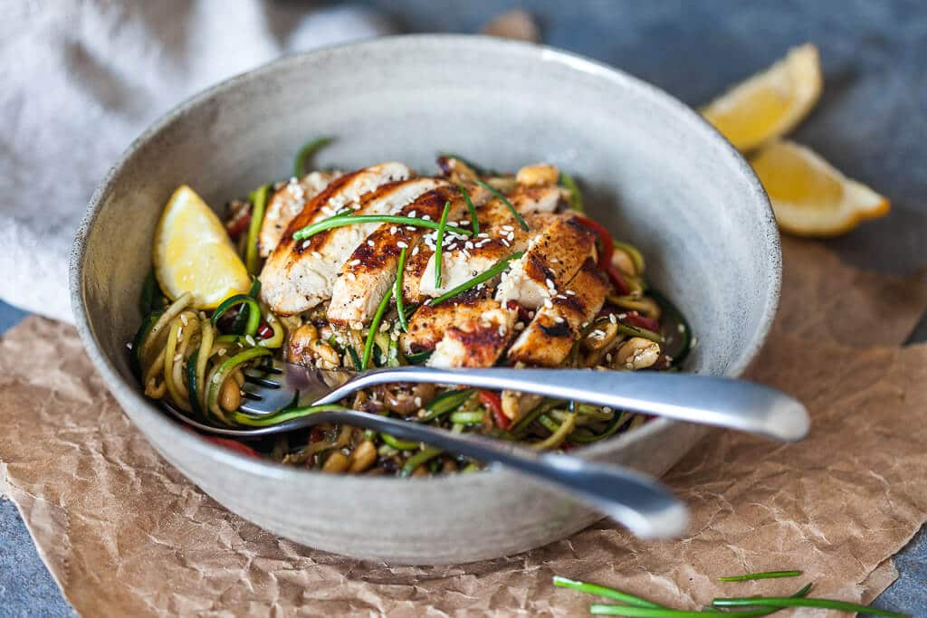 Low-Carb Chicken Zoodles are an easy and healthy dinner for summer months! | www.vibrantplate.com