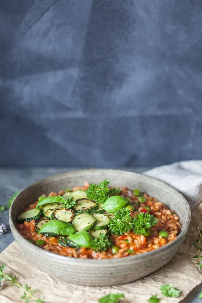 A Creamy Grilled Zucchini Tomato Risotto for a light summer dinner! Vegan & Gluten-Free. | www.vibrantplate.com