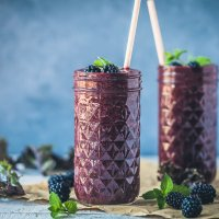 Antioxidant Blackberry Kale Smoothie {Vegan}