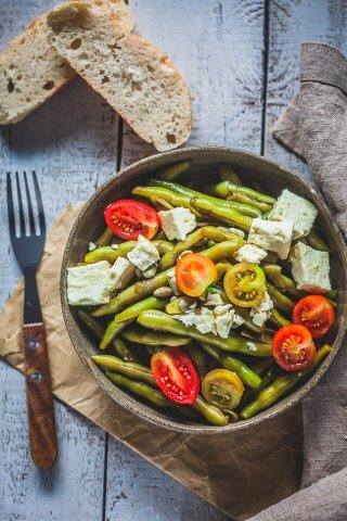 Balsamic Green Beans Salad is an easy summer beans salad, topped with Feta Cheese and a delicious balsamic dressing. | www.vibrantplate.com