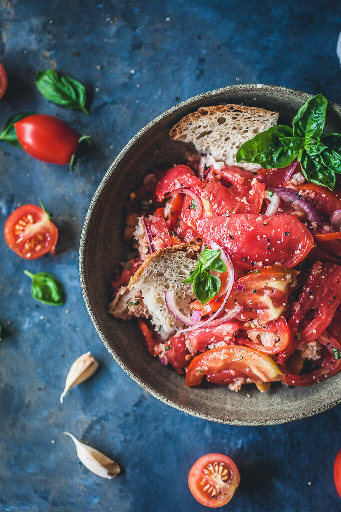 A delicious Bread and Tomato Salad, Panzanella is a great dish to use up stale bread and ripe tomatoes. | www.vibrantplate.com