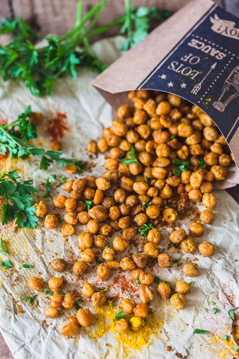 Crispy Turmeric Roasted Chickpeas {Vegan}