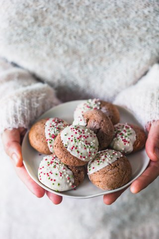 These Soft Gingerbread Cookies with White Chocolate are just the perfect holiday treat! Dairy-free & Delicious! #cookies #gingerbread