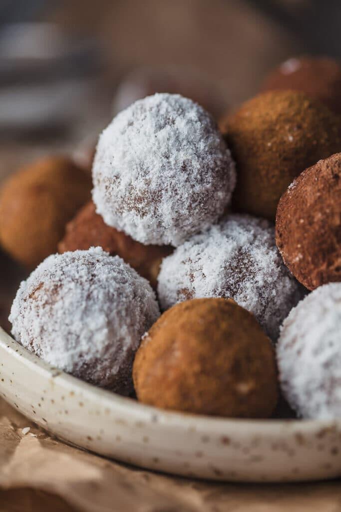 Vegan No-Bake Almond Pulp Energy Bites