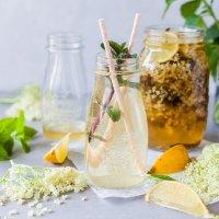 Easy Homemade Elderflower Cordial