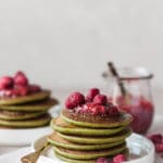These Vegan Spinach Blender Pancakes are ready in just 20 minutes, are gluten-free and absolutely delicious. | Vibrant Plate