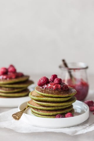 These Vegan Spinach Blender Pancakes are ready in just 20 minutes, are gluten-free and absolutely delicious.   Vibrant Plate