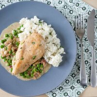 Chicken with Peas and Bacon in Creamy Sauce