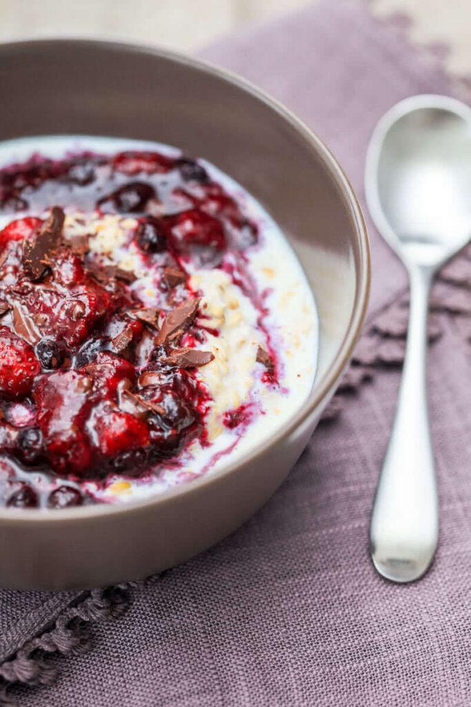 Overnight Berry Oatmeal