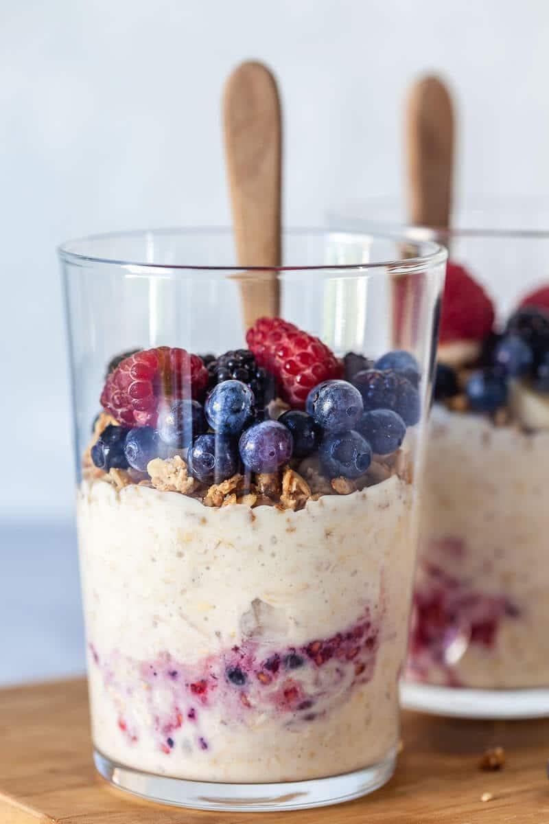 Yogurt & Berry Vegan Overnight Oats