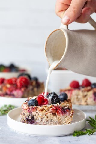 1-Bowl Mixed Berry Baked Oatmeal